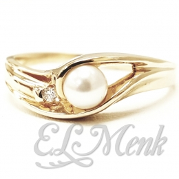 Gorgeous Pearl and Diamond ring